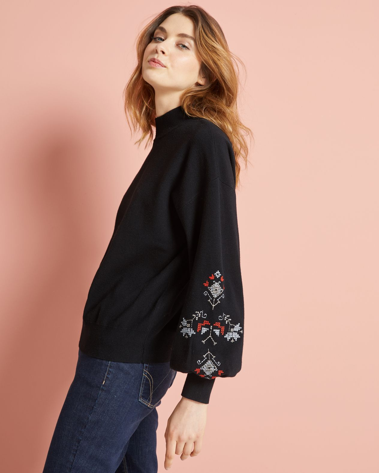 Pull femme manches bouffantes brodées