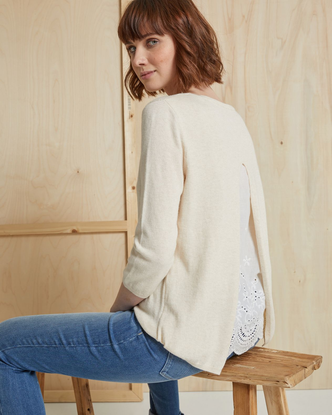 Pull fin femme col V broderies anglaises